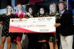 Miss shopVIP Finale Maria Kooistra, Anouk Smulders, Robin Knitter, Michou Basu, Hilmar Mulder en Bastiaan van Schaik